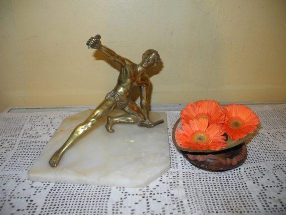 Escultura de un Atleta en Bronce y Marmol