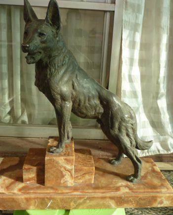 Hermosa Escultura De Perro Que Parece Cobrar Vida