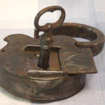 Candado Antiguo Con Su Llave Con Garantia