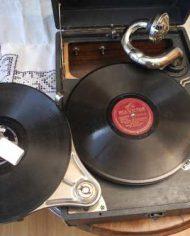 Gramofono Antiguo Victor Con 7 Discos De Vinilo 2