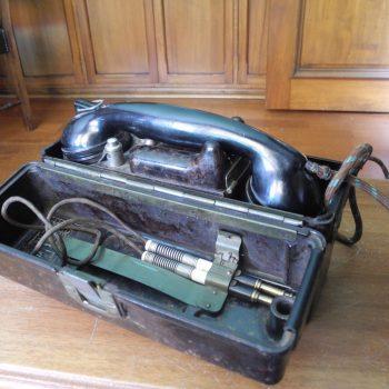 Telefono Antiguo A Magneto De La Segunda Guerra Mundial