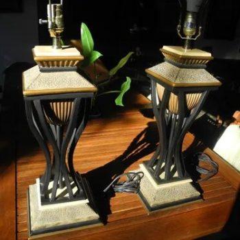 Par de lámparas antiguas al estilo de Pompeya